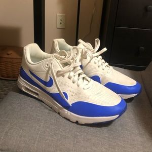 Women's Nike Air Max Shoes Size 9